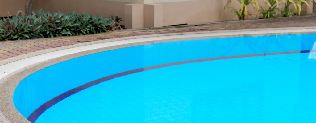 Close up of Austin TX Swimming Pool - YardDoc Pool Service 1024x400